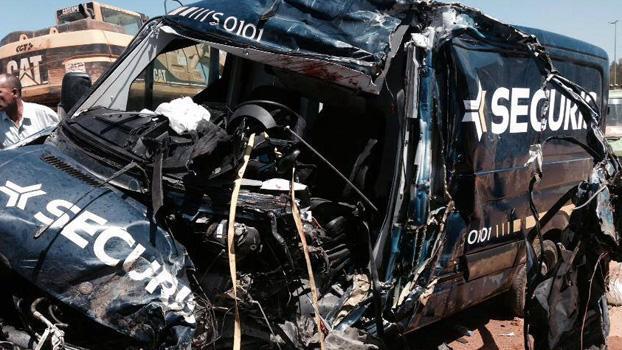حادثة سير مروعة بين حافلة مسافرين وناقلة أموال على طريق العرائش والقصر الكبير