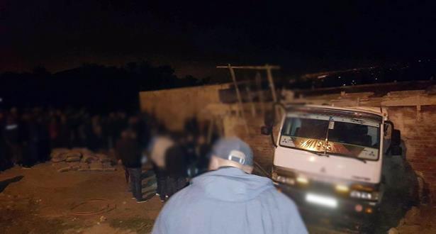 مصرع عاملين بورش للبناء بالمضيق بعد أن دهستهما شاحنة فقد سائقها السيطرة عليها