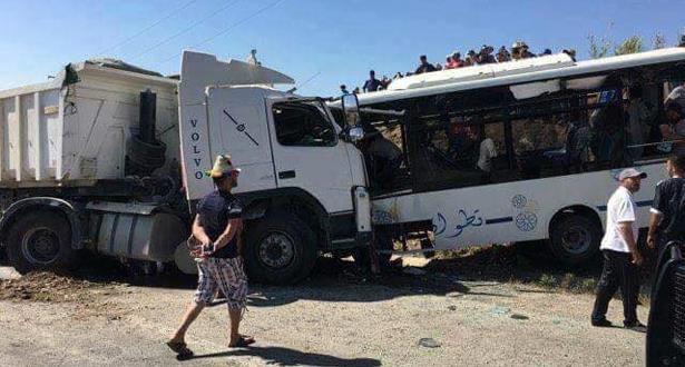 Tétouan: Trois morts et 19 blessés dans la collusion entre un bus et un camion