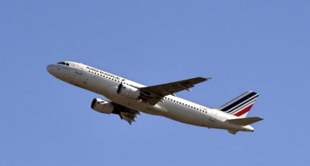 طائرات حربية أمريكية تخفر طائرة ركاب فرنسية بعد الإعلان عن تهديد محتمل