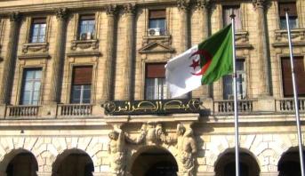جدل حاد بين الحكومة الجزائرية والطبقة السياسية حول الأزمة المالية التي تضرب البلاد