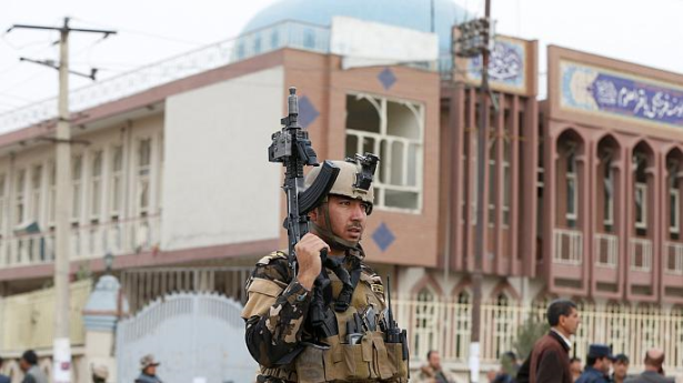 Afghanistan: des attentats contre deux mosquées font au moins 42 morts
