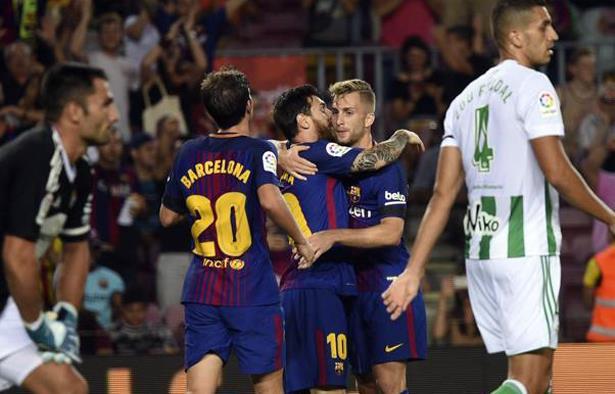 """برشلونة يدشن مشواره في """"الليغا"""" بفوز على بيتيس"""