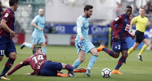 برشلونة يعود إلى سكة الانتصارات بفوز صعب في ملعب إيبار