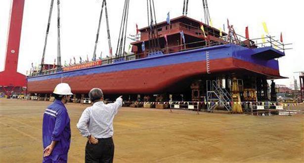الصين تصنع أول سفينة كهربائية في العالم بحمولة 2000 طن