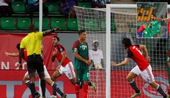 """صحيفة إيطالية تنتقد """"زلة"""" بنعطية في لقطة هدف المنتخب المصري"""