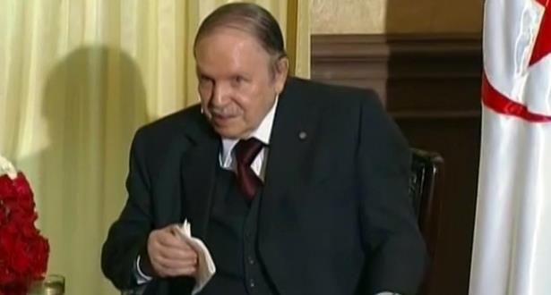 """مجموعة تفكير : تهاوي أسعار النفط والغموض حول خلافة الرئيس يغرقان """"أركان السلطة"""" في الفوضى بالجزائر"""