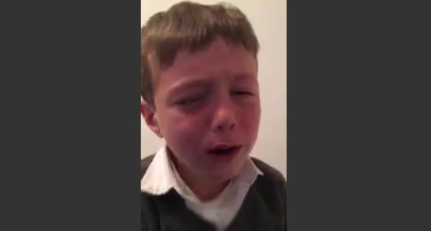 فيديو .. طفل يبكي بحرقة بعد قرار اعتزال ميسي اللعب مع منتخب بلاده