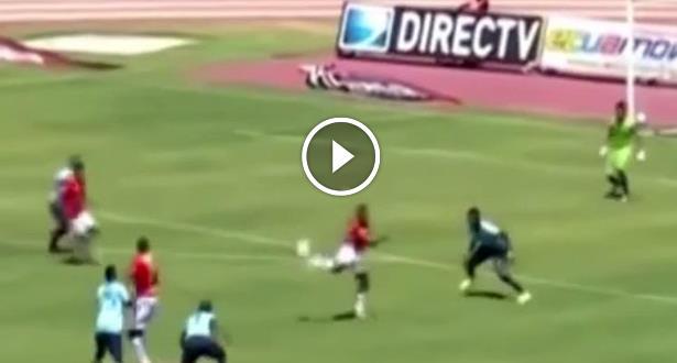 فيديو .. هدف لا يتكرر كثيرا في ملاعب الكرة .. هل يكون الأفضل في الموسم؟