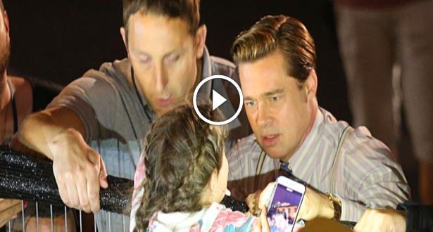 Vidéo: Brad Pitt sauve une petite fille écrasée au milieu d'une foule hystérique