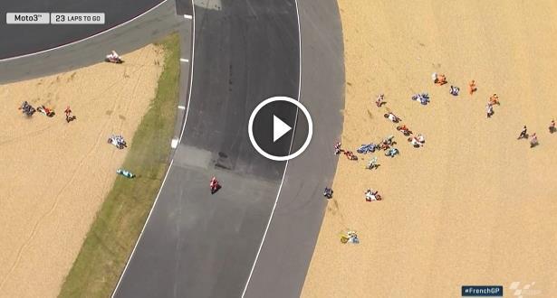 Vidéo: Spectaculaire chute collective en Moto3 au Grand Prix de France