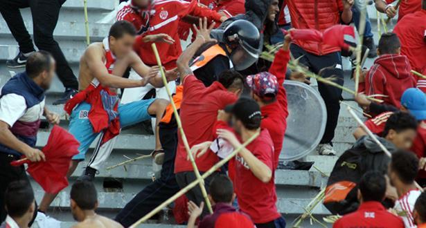Football: des mesures d'urgence pour faire face au hooliganisme