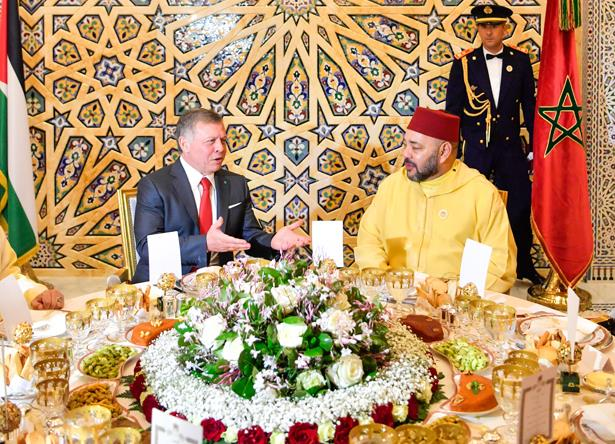 الملك محمد السادس يقيم مأدبة عشاء رسمية على شرف الملك عبد الله الثاني ملك المملكة الأردنية الهاشمية