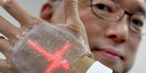 Japon: Un écran collé sur la main pour envoyer et recevoir des messages