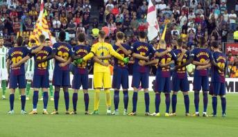 """""""كلنا برشلونة"""" على قمصان لاعبي برشلونة للتعبير عن تضامنهم مع ضحايا الهجمات الإرهابية"""
