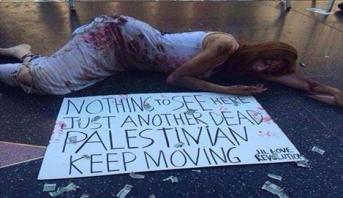 صور .. فتاة إسبانية تساند غزة بطريقتها الخاصة