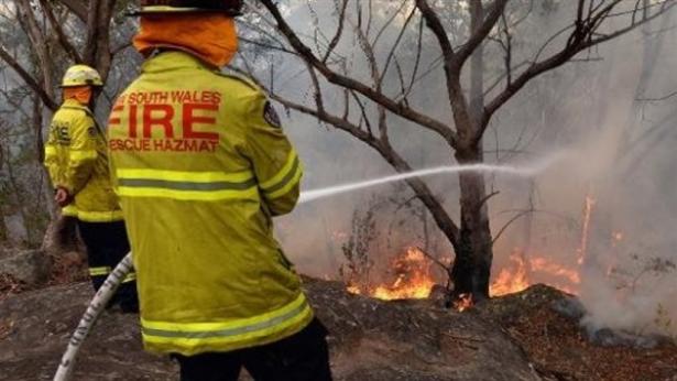 انقاذ زوار متنزه من حريق غابات في استراليا