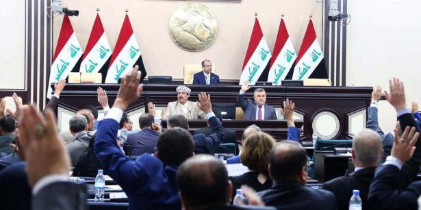 Irak: soupçonné de corruption, le ministre de la Défense destitué par le Parlement