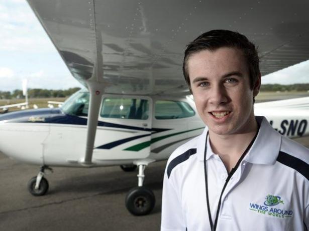شاب استرالي يصبح أصغر شخص يكمل رحلة حول العالم منفردا في طائرة ذات محرك واحد