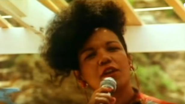Une célèbre artiste brésilienne retrouvée morte dans une voiture incendiée