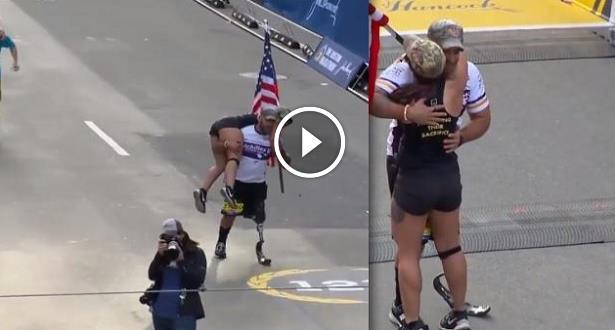 Vidéo: Amputé, il aide une concurrente à boucler le marathon de Boston