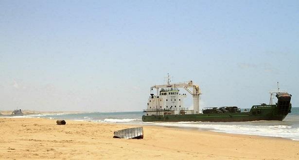 سماع دوي انفجار من سفينة قبالة ساحل الصومال واندلاع حريق فيها