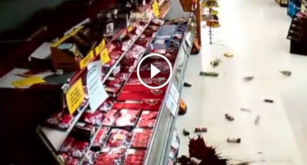 فيديو .. كاميرا مركز تجاري ترصد لحظة وقوع زلزال في أوكلاهوما