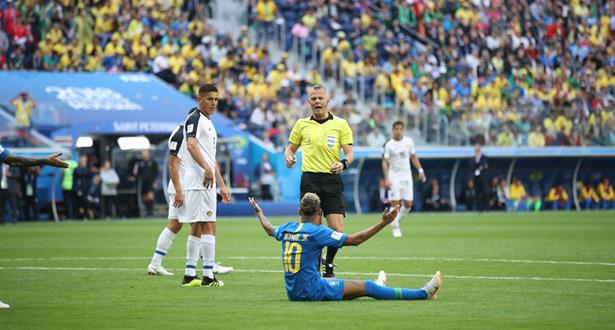 Brésil-Costa Rica: la VAR annule un penalty, une première