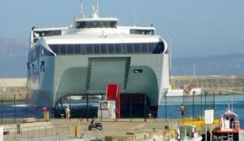 تعليق الرحلات البحرية بين ميناءي طنجة -المدينة وطريفة الإسباني بسبب سوء الأحوال الجوية