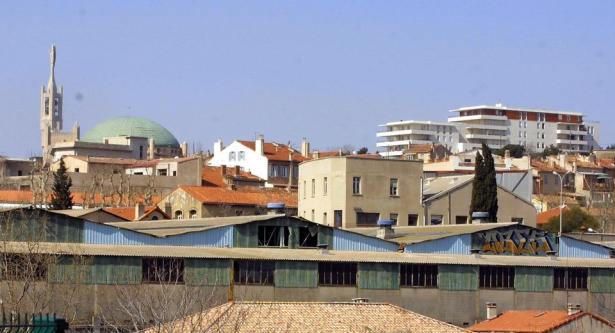 France: un homme tue sa mère et l'emmure dans son appartement à Marseille