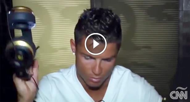 """فيديو .. رونالدو يثور في وجه صحفي ويغادر القاعة بسبب """"الفيفا"""""""
