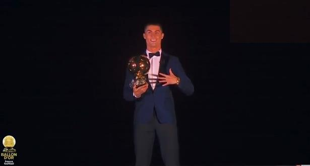 Cristiano Ronaldo élu Ballon d'Or pour la 5è fois de sa carrière