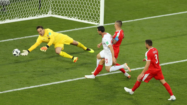 """سويسرا تقلب الطاولة على صربيا بـ """"هدف قاتل"""""""