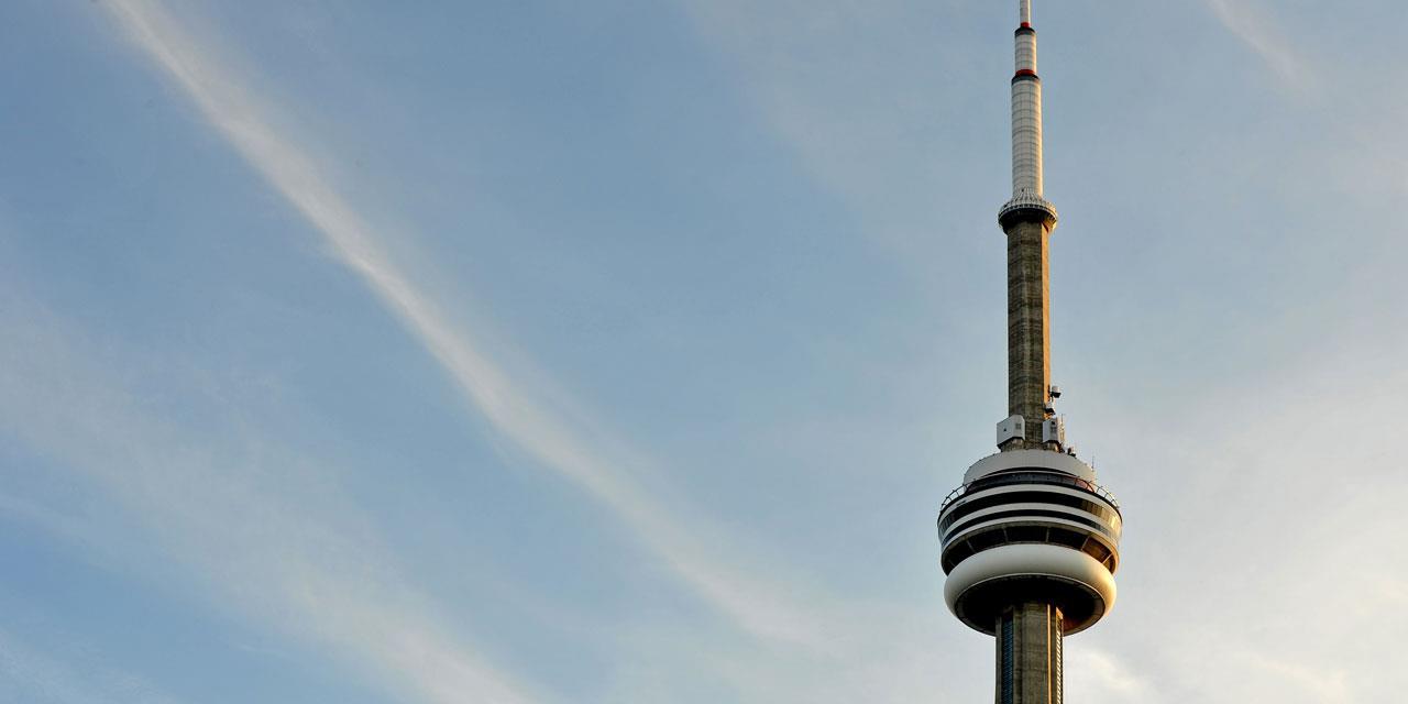 Toronto: un feu au sommet d'une des plus hautes tours au monde