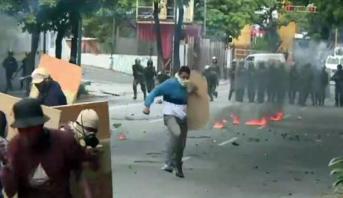 الولايات المتحدة تأمر عائلات دبلوماسييها بمغادرة فنزويلا