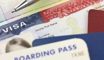 السفارة الأمريكية في روسيا تعلق مؤقتا منح تأشيرات دخول إلى الولايات المتحدة