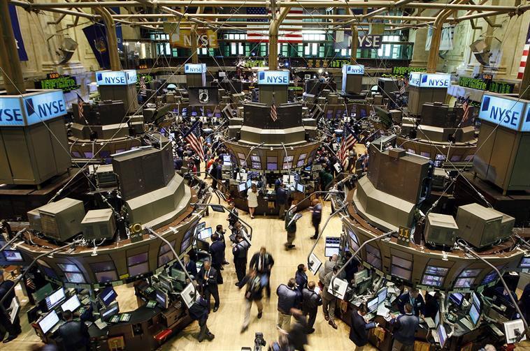 Wall Street hésite après un déficit commercial plus fort que prévu