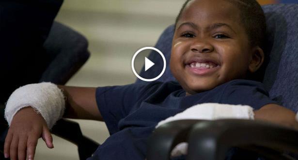 Vidéo: Zion Harvey, 8 ans, le plus jeune greffé des deux mains