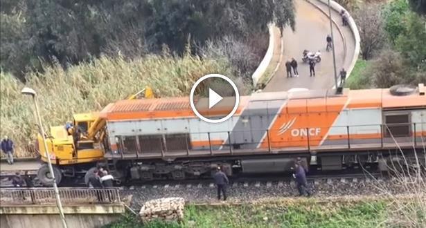 فيديو.. اصطدام قطار بعربة صيانة قرب مدينة فاس