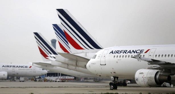 فرنسا .. اضطراب حركة الطيران نهاية الأسبوع بسبب إضراب المراقبين الجويين