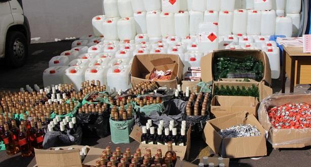 تفكيك 4 مصانع سرية لتقطير مسكر ماء الحياة وحجز كمية مهمة في بني ملال