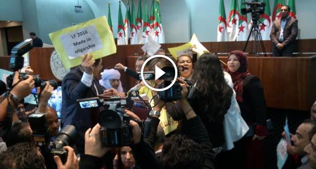 Vidéo: des députés algériens mécontents perturbent le vote du projet de loi de finances