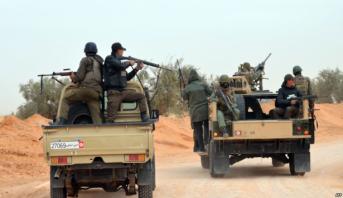 تونس.. مقتل عسكري وإصابة ستة آخرين إثر انفجار لغم وتبادل لإطلاق النار مع إرهابيين