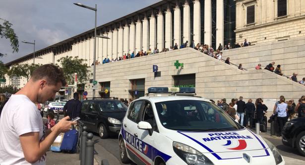 الشرطة الفرنسية تلقي القبض على شخصين على صلة بهجوم مارسيليا
