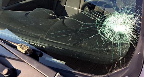 حكم قضائي بتعويض مالي لفائدة ضحية تعرضت للرشق بالحجارة على الطريق السيار