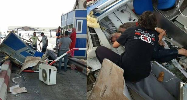 شاحنة تصطدم بمقصورة أداء بتيط مليل وإصابة مستخدمة بجروح بليغة
