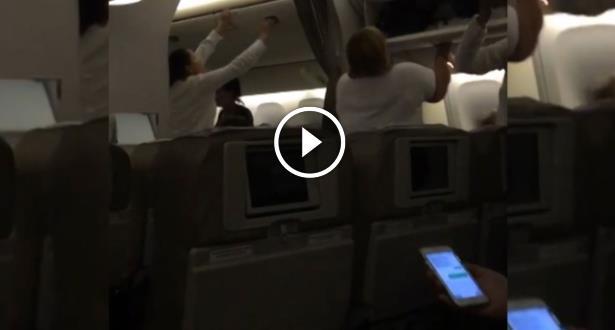 Vidéo: des pilotes russes évitent un crash et sauvent 350 passagers d'un avion en feu !