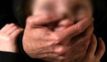 التحقيق مع ثلاثيني حاول اختطاف طفلة في غفلة من والدتها