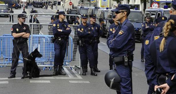 """إسبانيا .. اعتقال ثلاثة أعضاء في شبكة تجنيد لحساب """" داعش"""" ببرشلونة"""