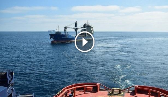 فيديو .. تواصل عمليات البحث عن غريقين أحدهما مغربي إثر حادث تصادم سفينتين قرب ميناء برشلونة